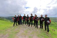 Rombongan touring berfoto bersama dengan latar perbukitan Pulau Salura (Foto: Dok. Yamaha)