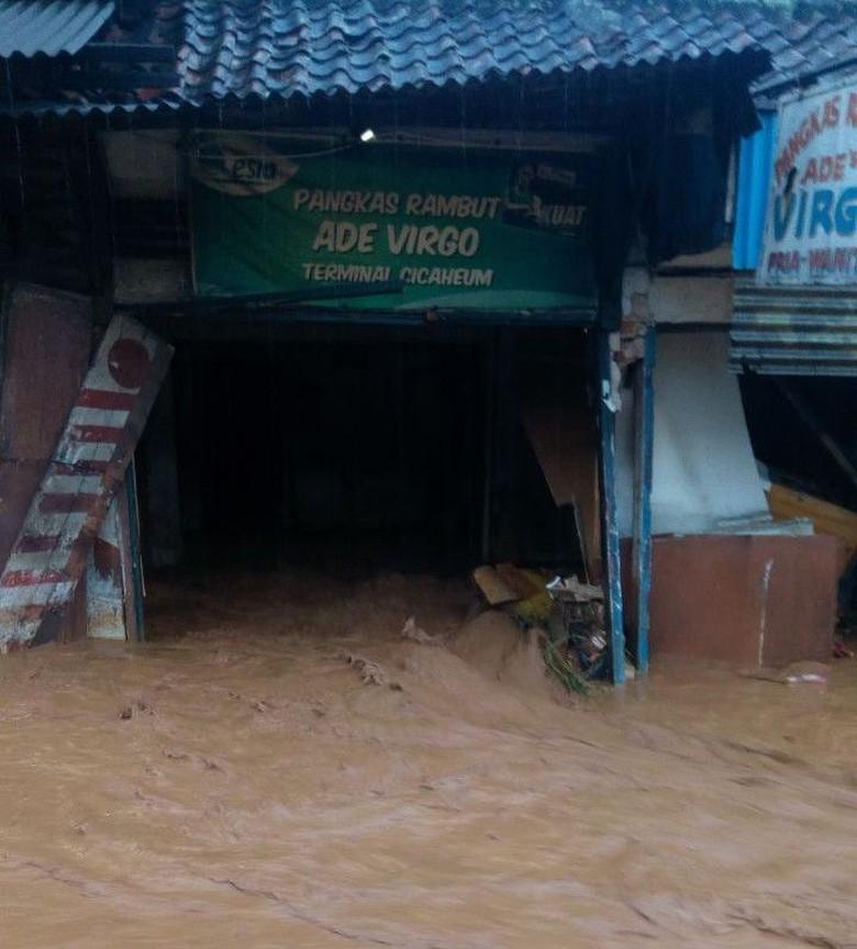 Cerita Ayah dan Anak Sempat Terjebak Banjir Bandang Cicaheum