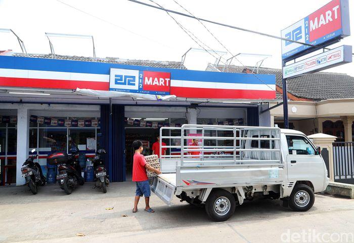 Salah satu gerai 12 Mart berada di Mekarsari, Depok, Jawa Barat.