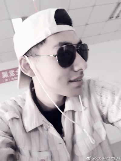 Petugas bandara mirip Song Joong Ki. Foto: Weibo