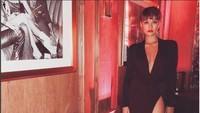 Dengan dress, Agnez Mo tetap terlihat elegan. Foto: Instagram Agnez Mo