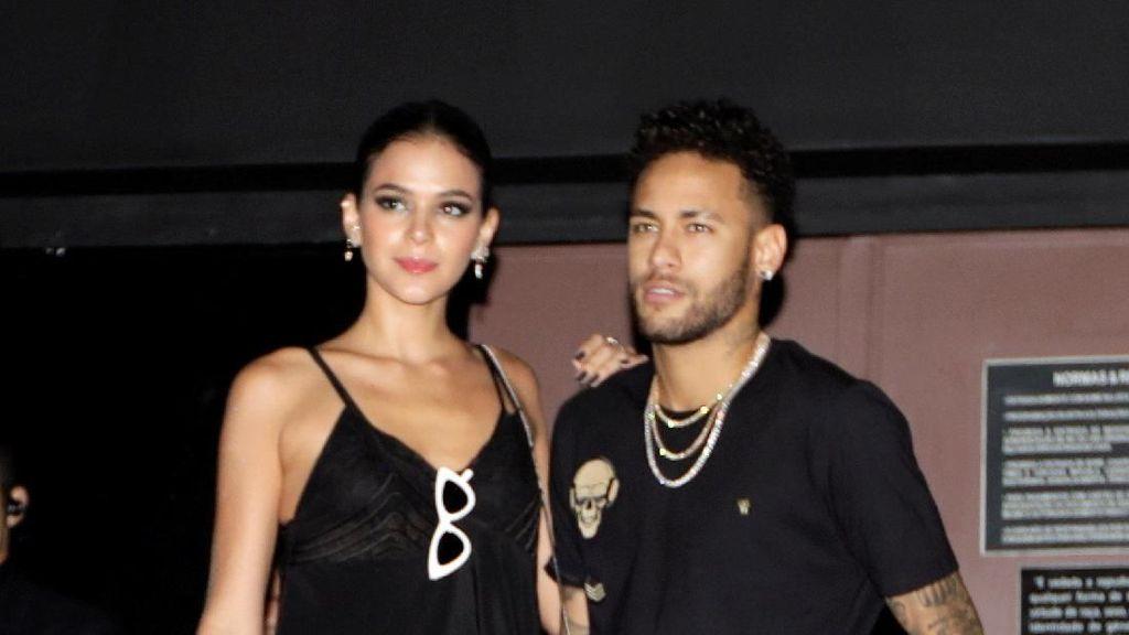 Video Neymar Datangi Kelab Malam saat Cedera