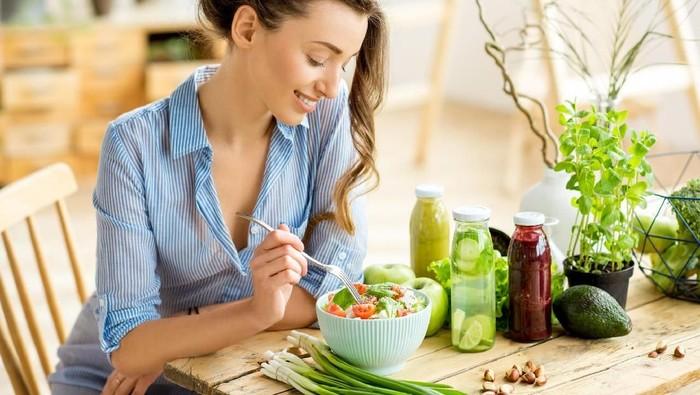 Beberapa buah dan sayur ternyata dapat cegah depresi jika di makan mentah. Foto: iStock