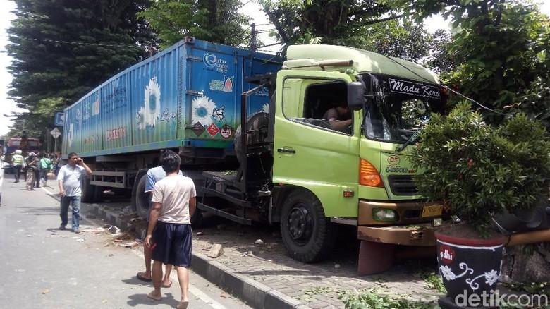 Ada Kendaraan Rem Blong di Sekitar, Ini yang Perlu Dilakukan Pengguna Jalan Foto: Eko Susanto/detikcom