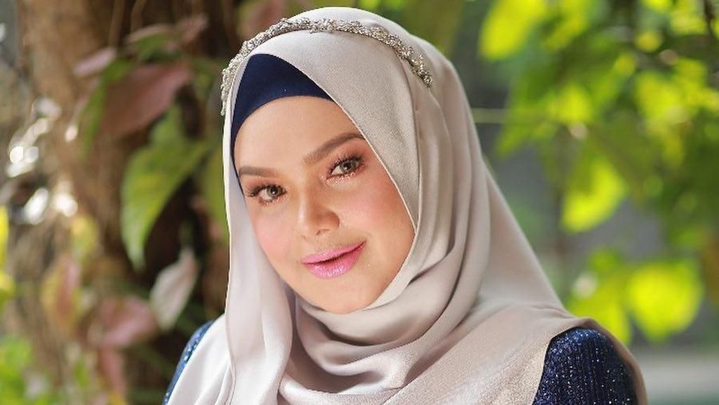 Gaya Siti Nurhaliza di Video Klip Lagu Khusus untuk Anaknya