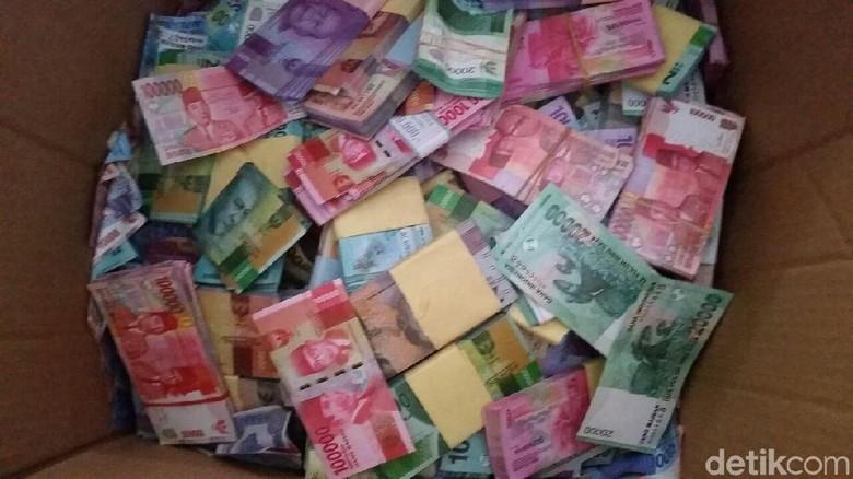 Polisi Dalami Asal Uang Mainan Rp 4,5 M yang Disetor Nasabah ke Bank