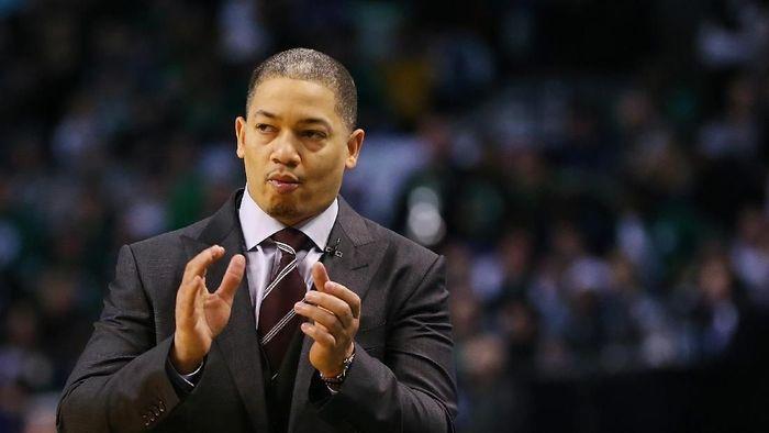 Tyronn Lue mundur dari Cleveland Cavaliers karena masalah kesehatan (Adam Glanzman/Getty Images)