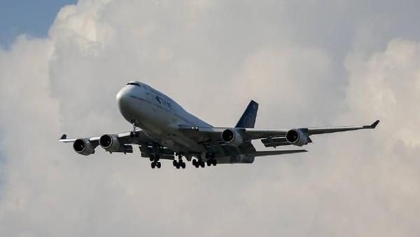 Beberapa langkah untuk mengurangi biaya antara lain melakukan grounding tiga jenis pesawat dalam armada yang dimilikinya yakni Airbus A-330-300, Airbus 380 dan Boeing 747. Tahun lalu mereka menjual puluhan armada yang dimiliki. (Foto: (Athit Perawongmetha/Reuters)