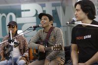 Adrian Yunan bersama Toto Tewel dan Wahyu Mi Corazon saat tampil di detikHOT.