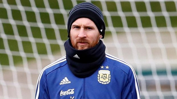 Gianluigi Buffon akan menjajal ketajaman Lionel Messi hari ini.