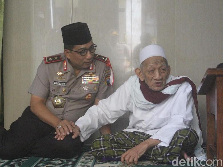 Silaturahmi ke Kiai Sepuh, Kapolda Jatim Berharap Pilkada Aman