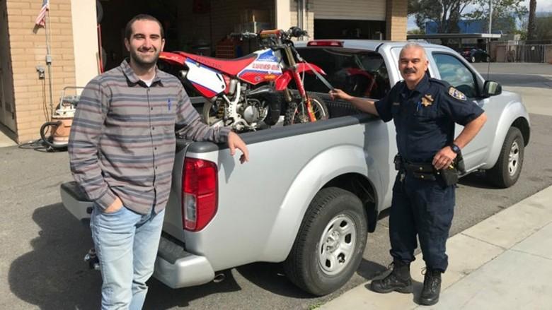 Pria ini bertemu motornya yang hilang setelah 17 tahun. Foto: Istimewa