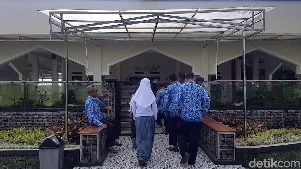 Foto: Masjid Berpagar Akuarium