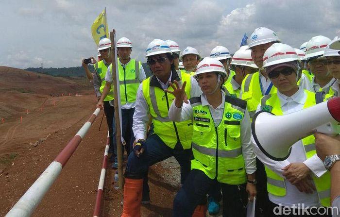 Menteri BUMN Rini Soemarno pun mengunjungi lokasi proyek di Walini, Bandung Barat untuk mengecek proyek tersebut.