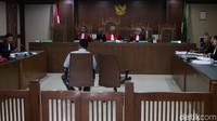 Saran yang dimaksud yaitu agar dapat menang lelang proyek Pelabuhan Pulang Pisau, Kalimantan Tengah.