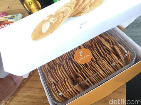 Almond Crispy buatan Irul.