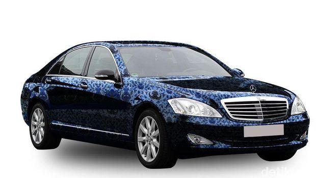 Mobil Mercy Pakai Baju Kopri