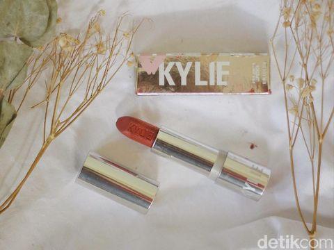 Review Lipstick Kylie Jenner Silver Series, Bagaimana Kualitasnya?