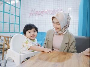 Dari Anak Masih Merangkak, Melody Prima Sudah Tanamkan Ajaran Salat