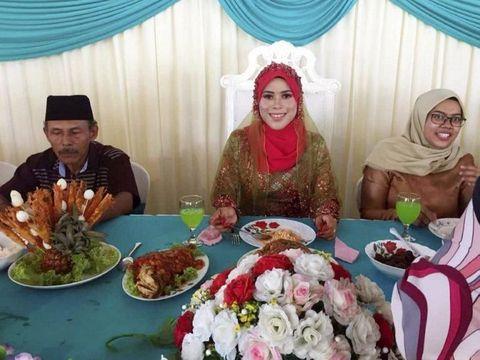 Badriyah di resepsi pernikahannya