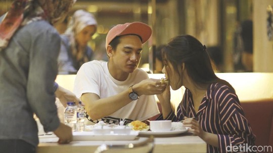 Momen Liburan Syahrini yang Dihujat Netizen, Tantri Kotak Berhijab
