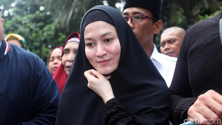 Foto: Lyra Virna Diperiksa sebagai Tersangka Kasus ITE