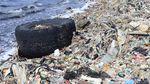 Saking Banyaknya, Sampah di Pesisir Cilincing Tutupi Pantai