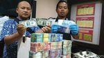 Uang Mainan dan Dolar AS Plastik yang Disetor Mujiono ke Bank
