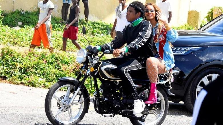 Beyonce dan Jay Z naik motor Wassy CG150 Foto: Twitter Beyonce Legion