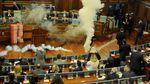 Foto: Saat Sidang Parlemen Bubar Gara-gara Gas Air Mata
