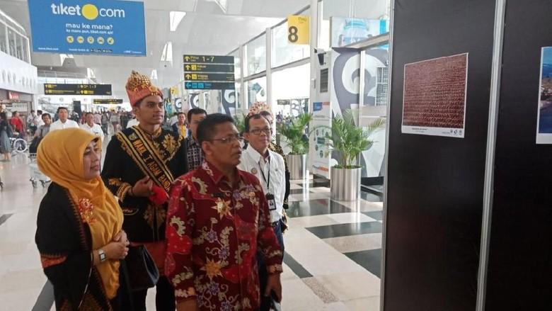 Wali Kota Banda Aceh Aminullah Usman menghadiri pameran pariwisata di Bandara Kualanamu (dok Pemko Banda Aceh)