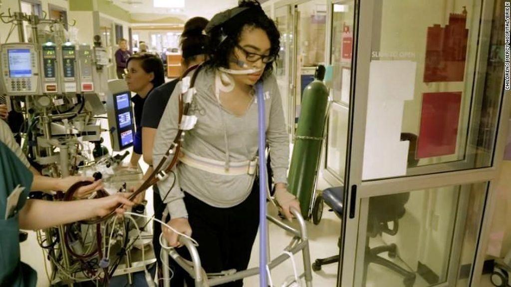 Gadis Ini Hidup Pakai Life Support 2 Bulan, Penyakitnya Masih Misteri