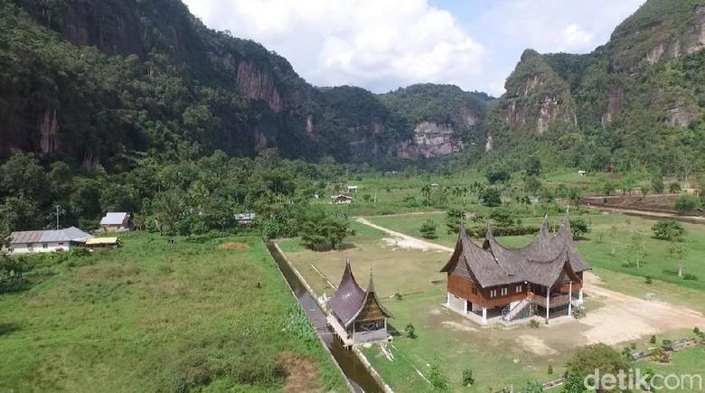 Foto Drone Ngarai Sianok