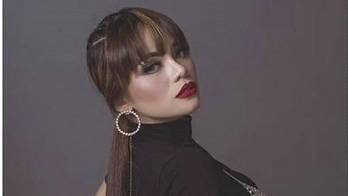 Begal payudara yang dialami oleh Dinar Candy membuat sejumlah orang nyinyir dengan pakaian seksi yang ia kenakan. Padahal pelecehan terjadi tak pandang bulu. Foto: dok Instagram Dinar Candy