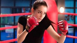 Dilraba Dilmurat yang disebut-sebut sebagai wanita tercantik China ini punya tubuh yang lentur dan super bugar. Seperti apa sih olahraga Dilireba?