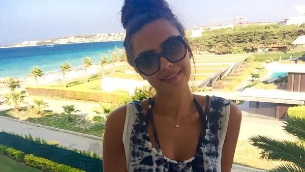 Foto: Gulse bersantai di Boyalik yang terkenal dengan keindahan pantainya (gulseamine/Instagram)