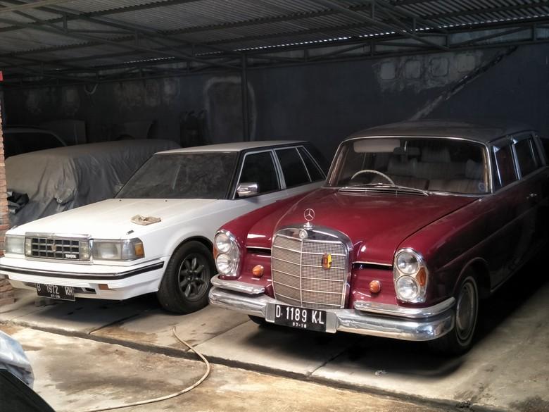 Koleksi mobil klasik di Kedai Built Up. Foto: Ruly Kurniawan