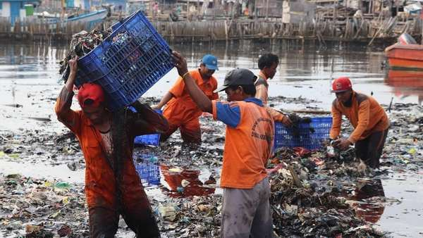 Pembersihan Teluk Jakarta Capai 90%, 110 Ton Sampah Diangkut