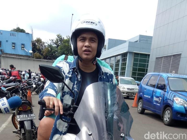 Billy Syahputra Tunggangi Yamaha NMax Biar Cepat Kemana-mana Foto: Billy Syahputra / Desi Puspasari