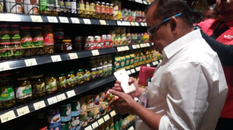 Polisi-BPOM Cek Produk Kedaluwarsa dari Gudang Jakbar di Supermarket