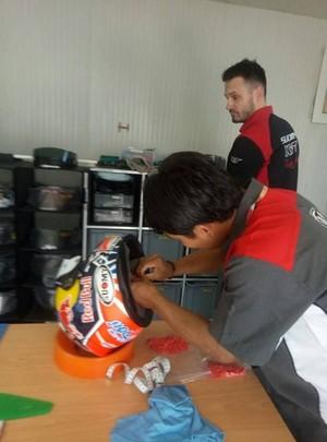 Tak Cuma MotoGP, Mugiyono Juga Tangani Helm Pebalap Dunia di WSBK
