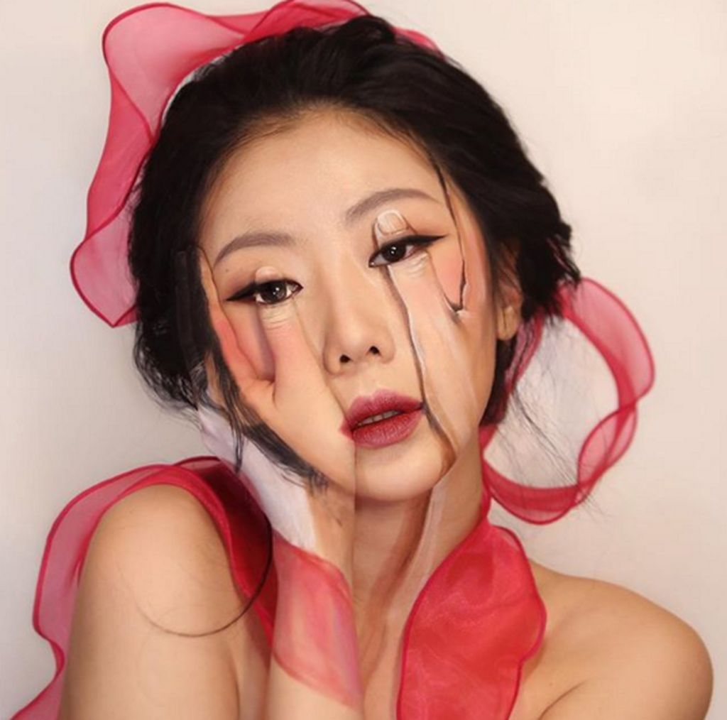 Tak kebanyakan seperti makeup-makeup kecantikan lainnya, ia membuat teknik yang berbeda yakni ilusi optik. (Foto: Instagram)