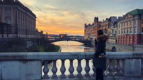 Foto: Gulse tak jarang membagikan foto traveling di akun Instagram @gulseamine yang followersnya mencapai 1,2 juta (gulseamine/Instagram)