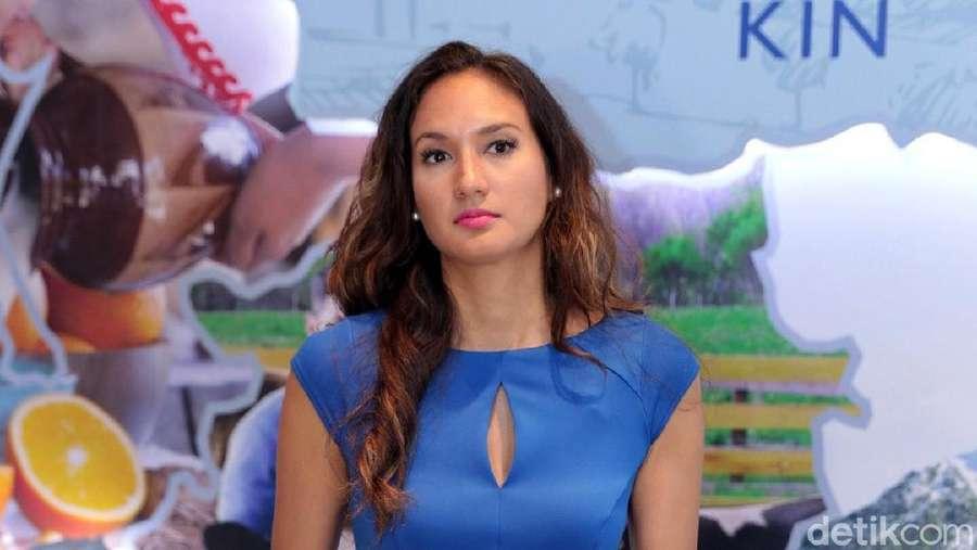 Nadine Chandrawinata yang Cantiknya Awet