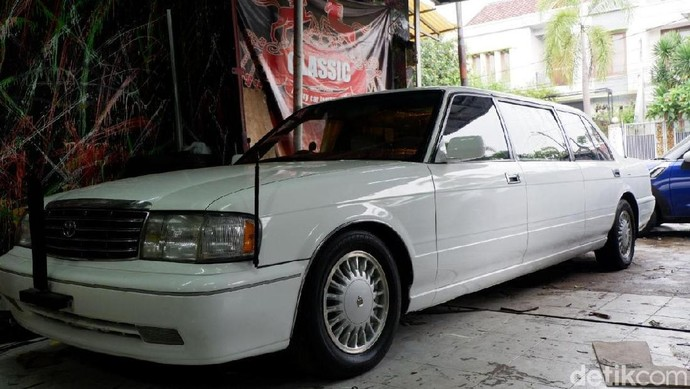 Toyota Crown Limusin