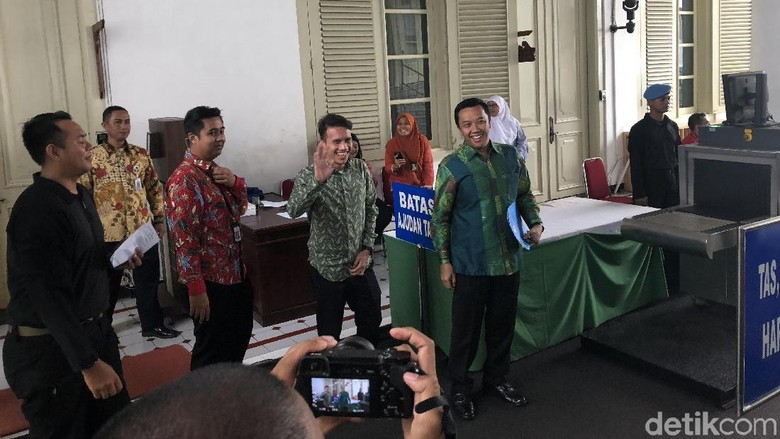 Foto: Bertemu Jokowi di Istana, Kok Celana Egy Maulana Digulung?