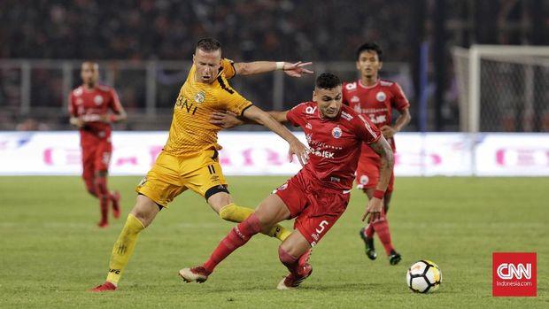 Persija Jakarta mendominasi permainan atas Bhayangkara FC. (