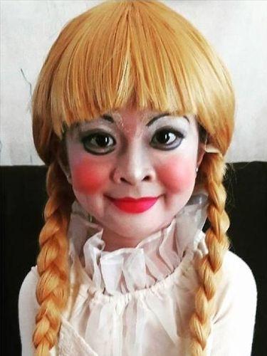 Rosabelle berdandan jadi Annabelle