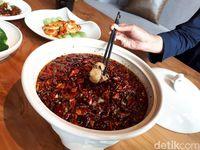 Sup Ikan hingga Udang Berbumbu Sichuan Autentik Ada di Resto Ini