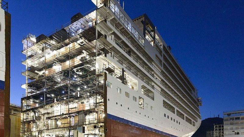 Foto: Proses modifikasi sebuah kapal cruise boleh dibilang cukup rumit. Salah satu prosesnya adalah melalui pembelahan badan kapal (Silversea)